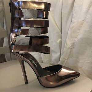 Steve Madden heels! Size 6. Never been worn!